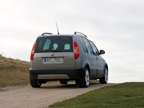 Skoda объявила цены на модели Octavia Scout и Roomster Scout